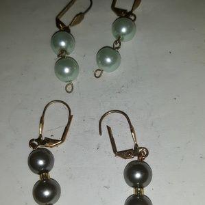 Jewelry - 2 pr Vintage Earrings
